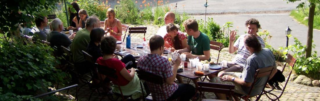 Tisch-Draussen-Titelbild